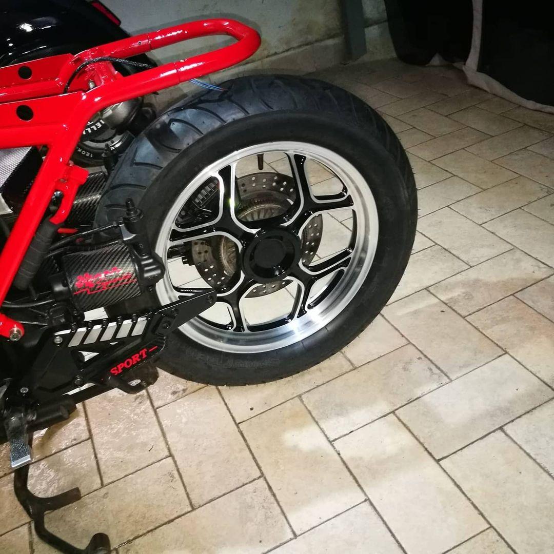 motocicletta cerchi in lega